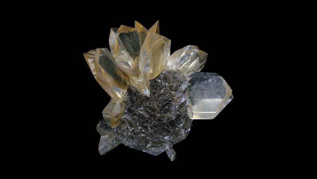 Échantillon de Gypse présentant un noyau plus ou moins sphérique brun et des rosettes de couleur ambrée (N° 193.11) © MNHN - Dominique Bayle
