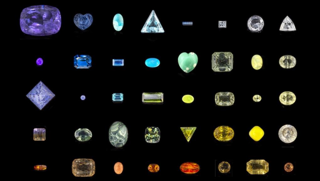 Sélection de 48 gemmes de la collection nationale de gemmologie au MNHN © MNHN - F. Farges