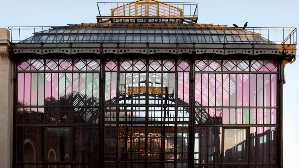 """Serre de l'Histoire des plantes. Vue de la structure reflétant la serre de Nouvelle-Caledonie (ancienne """"serre mexicaine"""") © MNHN - Manuel Cohen"""
