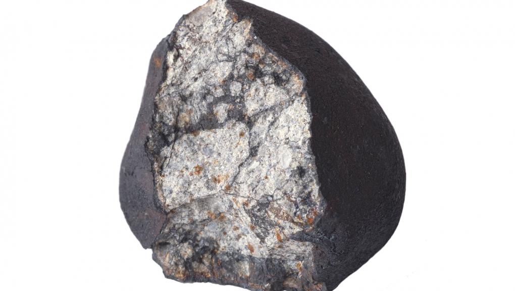 Fragment de la météorite de Tcheliabinsk (Russie, 2013) © MNHN - Jean-Christophe Domenech