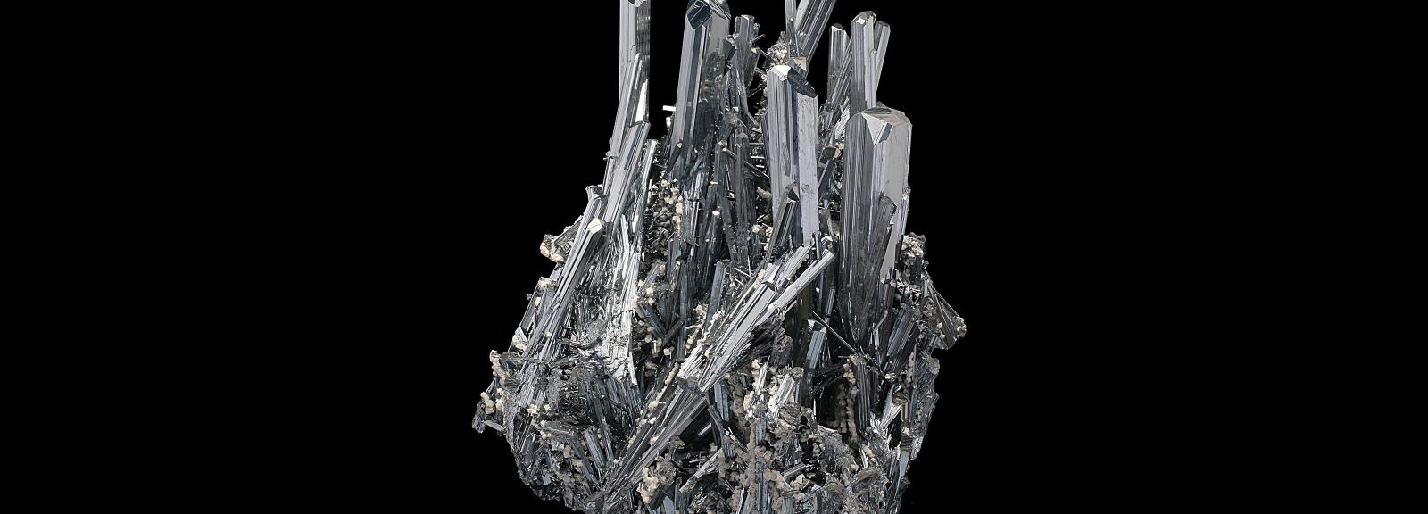 Assemblage de cristaux gris de Stibine ayant un éclat métallique (N° 200.259) © MNHN - Louis-Dominique Bayle