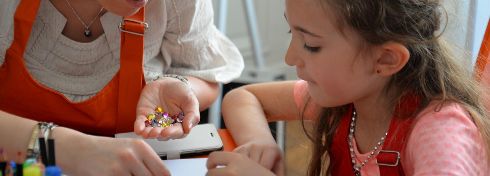 """Atelier """"Crée ton bijoux"""" © Ecole des Arts Joailliers - Van Cleef & Arpels"""