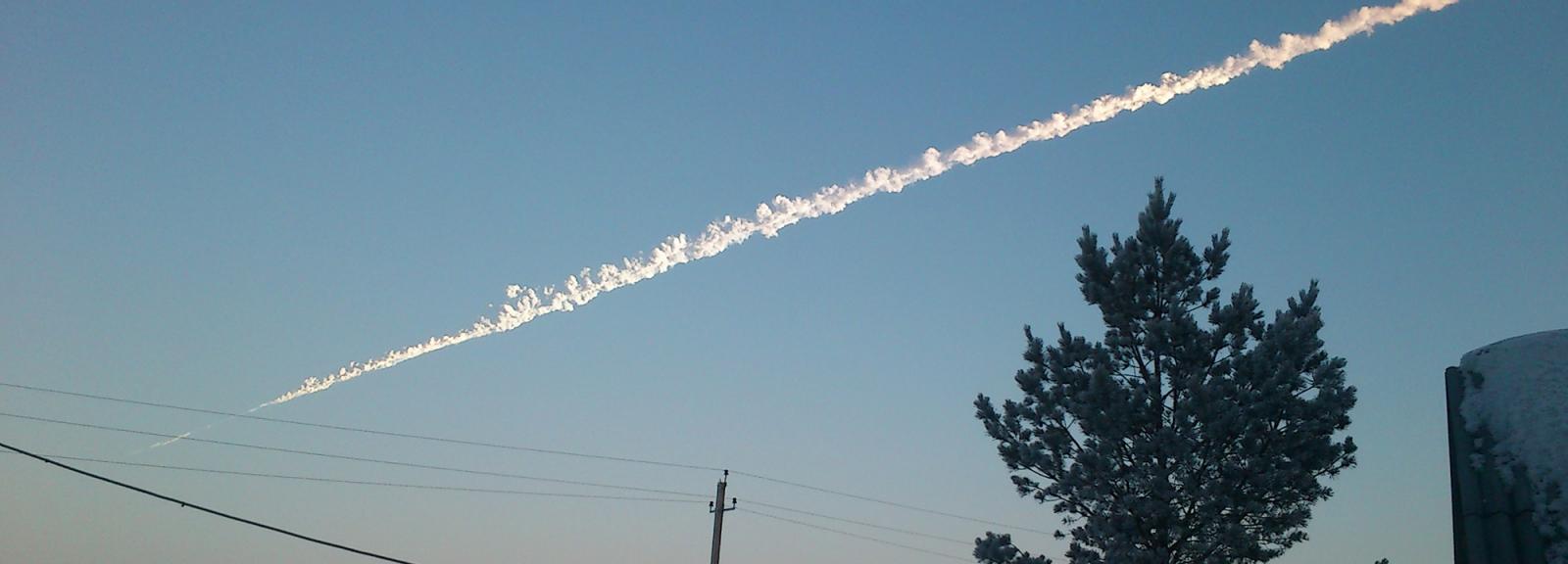 Trace du météore de Tcheliabinsk, deux à trois minutes après son explosion (Russie, 2013) © Константин Кудинов  / CC BY-SA 3.0
