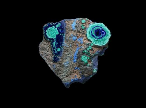 Spécimen présentant des couches concentriques de Malachite verte et d'Azurite bleu (N° 103.43) © MNHN - Louis-Dominique Bayle