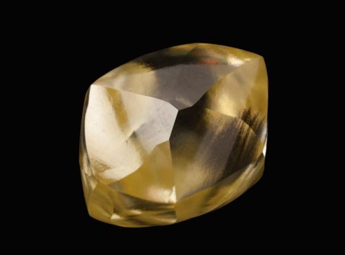 Diamant jaune brut (n°90.36) © MNHN