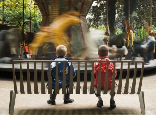 Enfants sur un banc © MNHN - Marion Pouliquen