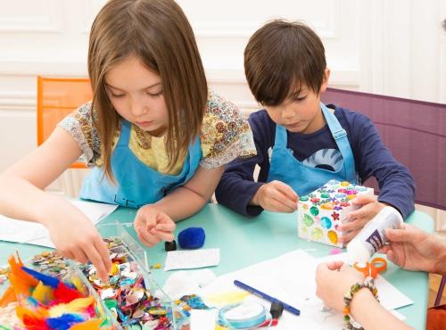 """Atelier """"Fabrique ta boîte à trésors"""" © Ecole des Arts Joailliers - Van Cleef & Arpels"""