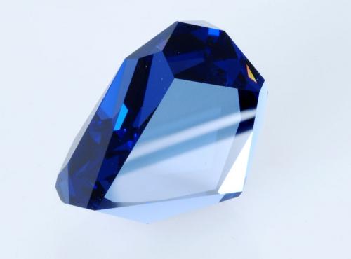 """Réplique en zircone cubique bleue du diamant dit """"bleu de tavernier"""" © mtubiana 2007"""