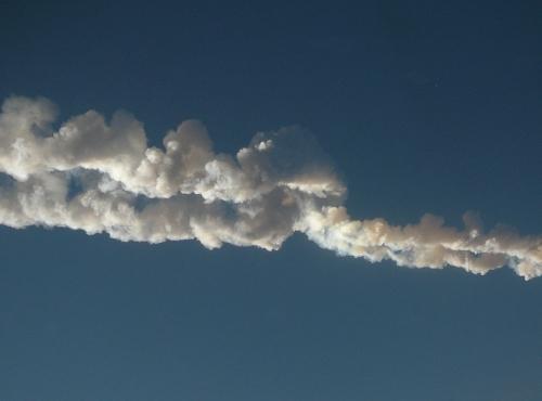 Photo d'un témoin de la trace du météore de Tcheliabinsk (Russie, 2013) © Nikita Plekhanov / CC BY-SA 3.0