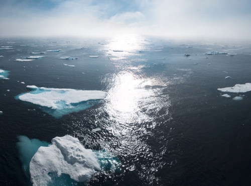 Icebergs on body of water during daytime © William Bossen on Unsplash
