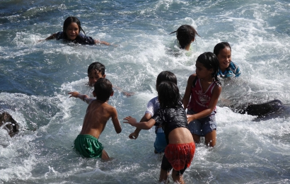 Enfants jouant © MNHN - F. Chlous